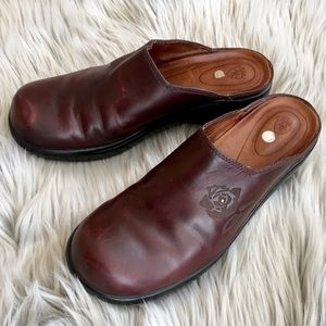 Ariat Brown Leather Mules / Clogs Embossed Rose